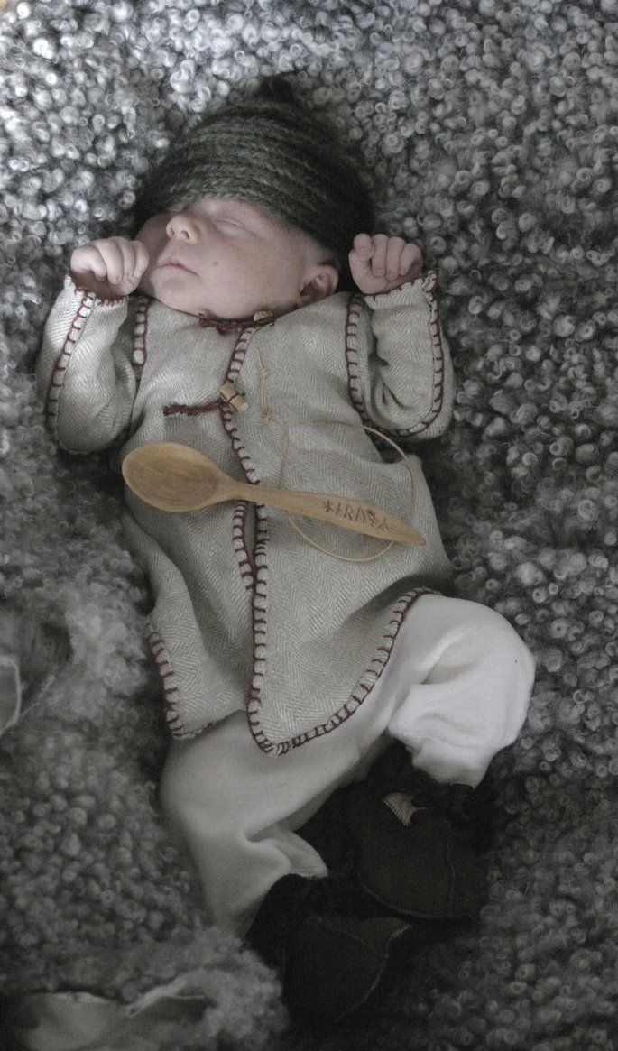 Oh my goodness... my friends with babies need to make this for the Ren Faire/nerd camping