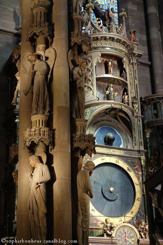 Strasbourg Cathédrale horloge et pillier