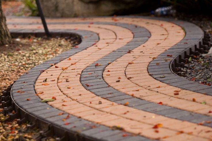 Тротуарная плитка для дорожек на даче: укладка своими руками и 80+ долговечных и оригинальных примеров оформления http://happymodern.ru/trotuarnaya-plitka-dlya-dorozhek-na-dache/ trotuarnaya_plitka_40