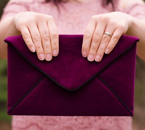 Elegant Envelope DIY Clutch   Make this sophisticated clutch bag with velour for the perfect winter accessory!