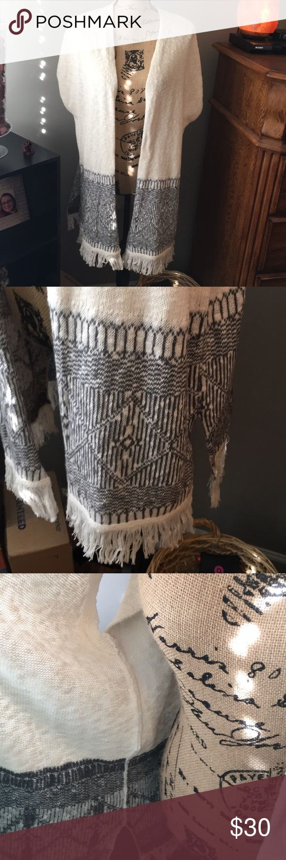 NEW Ann Taylor Loft Lounge Fringe Cardigan Sweater NWT Loft Outlet Lounge Fringed cream & gray sweater. Short cap style sleeves. Sz M/L - made to be roomy. Ann Taylor Sweaters