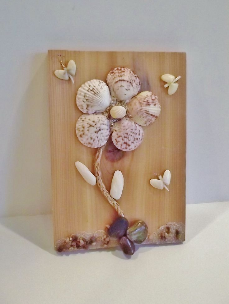 Seashell Daisy Plaque, Shelf Sitter by MosaicSeas on Etsy https://www.etsy.com/listing/483275500/seashell-daisy-plaque-shelf-sitter