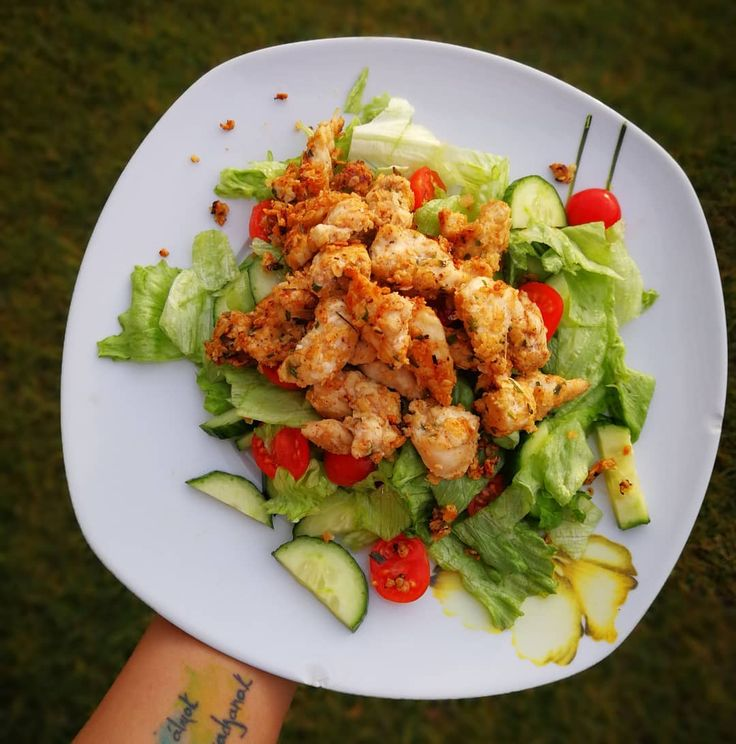 """596 kedvelés, 4 hozzászólás – Kolly (@kolly_workout) Instagram-hozzászólása: """"Zabpehelybe forgatott fűszeres csirkemell pici kókuszzsíron kisütbe ,salátával…"""""""