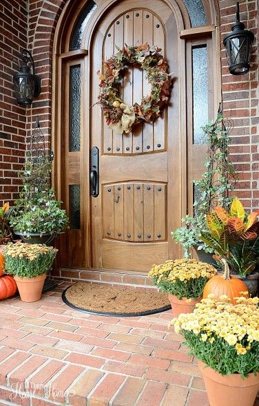 The weeks between Halloween & Christmas decor can be tricky...put together 1 more Fall Welcome for Thanksgiving Day using your leftover fall elements...