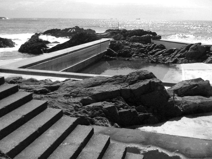 Piscinas das Mares. Alvaro Siza Vieira.  Leca de Palmeira, Portugal.