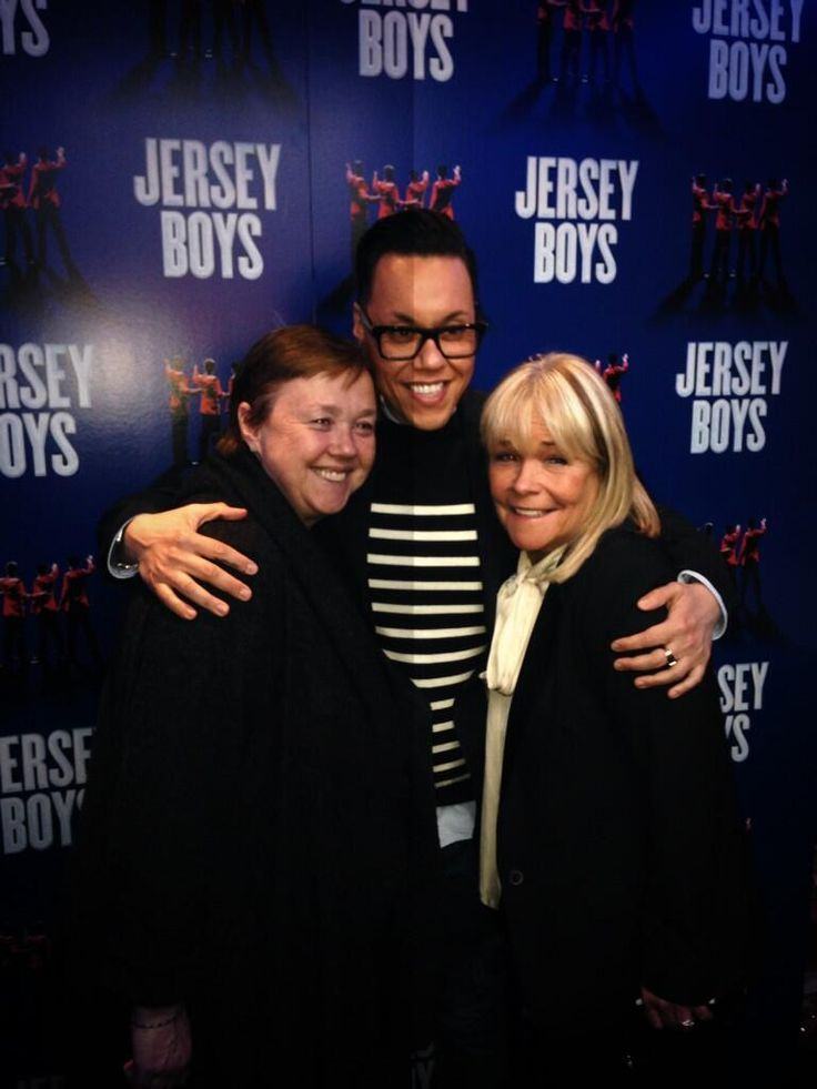 Pauline Quirke, @therealgokwan, @lindarobson58 enjoying the interval at our Gala Night. #JBPiccadilly pic.twitter.com/28EDYjZ9Ty