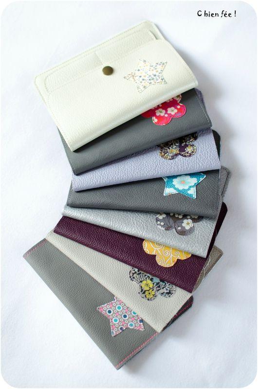 Des petites pochettes en cuir, prévues pour ranger les papiers de voiture (ou ce qu'on veut !) : ...