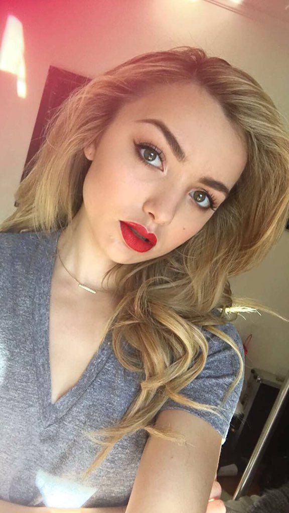 PEYTON LIST SELFIE, SHE LOOKS EVER SO PRETTY. INDEED A VERY GOOD SHOT Sal Peyton.