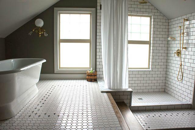 【すっきりと柔らかい】サブウェイタイルとゴールドのバスルーム