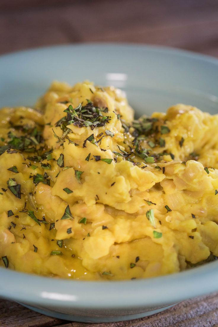 Your diet will remain intact with this healthy mashed potato fake-out which uses cannellini beans instead of potato.