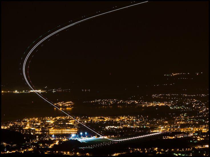 Participa hasta el 31 de agosto en el XI Concurso de Fotografía El Foton elfoton.com #elfoton15 #Reportaje Usuario: maqui (España) - Avioneando por la noche en Alvedro - Tomada en Aeropuerto de La Coruña el 13/11/2011 #photos #travel #viajes #igers #500px #Picoftheday #Fotos #mytravelgram #tourism #photooftheday #fotodeldia #instatravel #contest #concurso #instapic #instaphotomatix #plane #avion #despegue #coruñasemueve