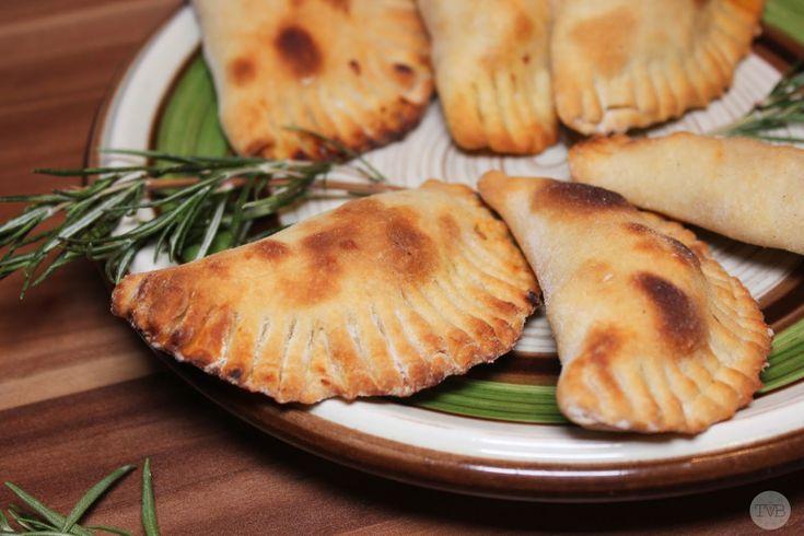Hallo Leute! Heute gibt es mal was spanisches 🙂 Yaaiii Für alle die sich nun nicht sicher sind was Empanadas eigentlich sind, habe ich>hier< den Link zur Erklärung lt. Wikipedia. Ich mag die total gern weil man die einfach mit allem Füllen kann worauf man […]