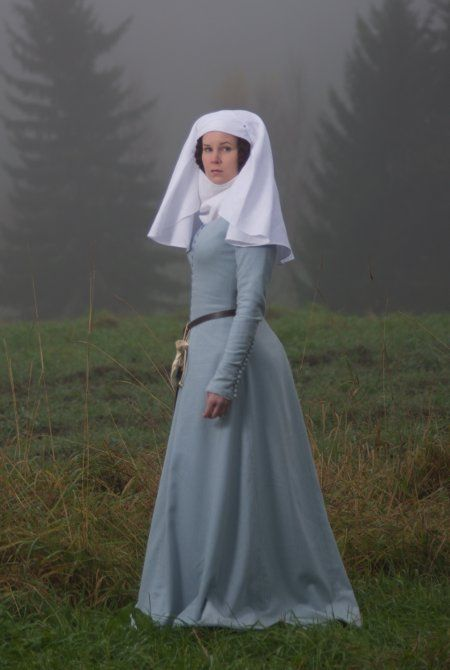 beautiful kirtle 14th century Kind of a fun-looking hat, don't you think?