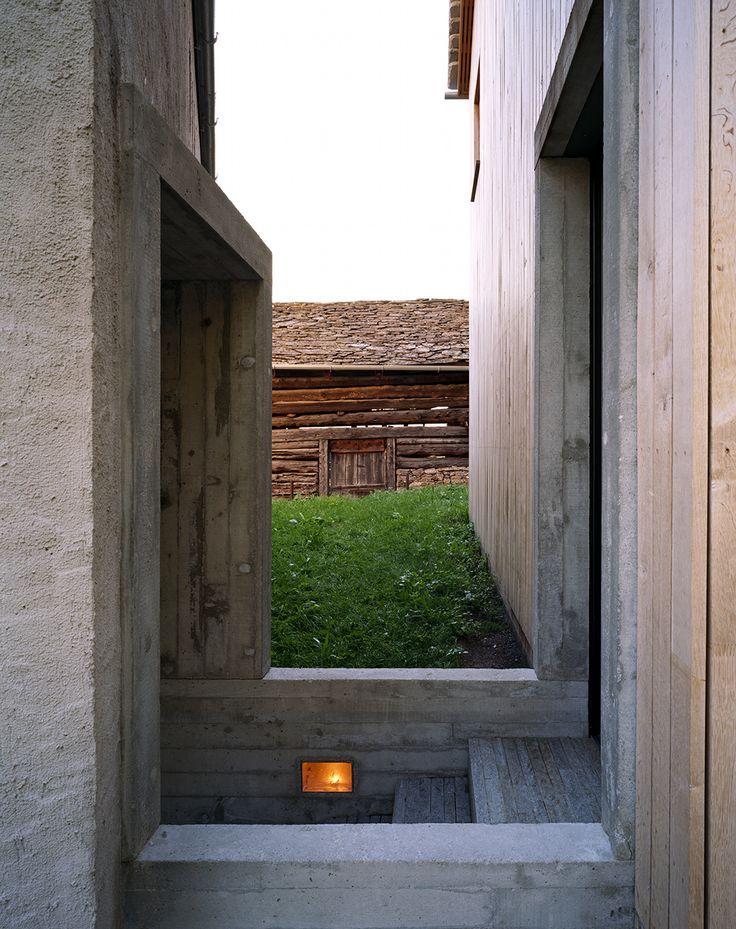 Ruinelli Assosiati - House with a photo studio, Soglio 2003. Via divisare, Photos © Raymond Meier. [[MORE]]