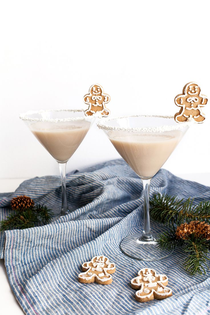 Frosted Gingerbread Martini with gingerbread men garnish