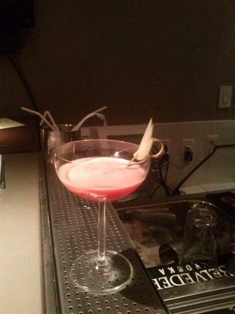 Blach pearl- vodka raspbery, creme de framboesa, chambord, reduçao de maracujar, e suco de limao