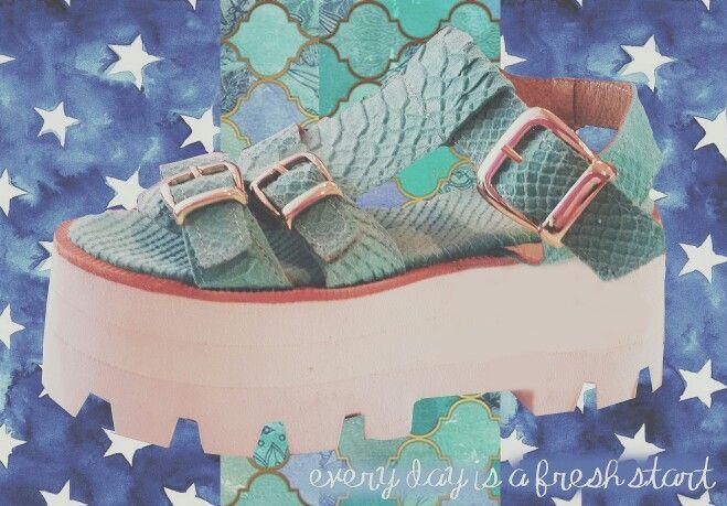 Every day is a fresh start  | Sandalias LA croco acqua | #sofiadegrecia #fashion #shoes