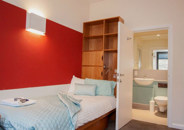 Both single and double B&B rooms are available in our refurbished Goodhart Building – details at www.univ.ox.ac.uk