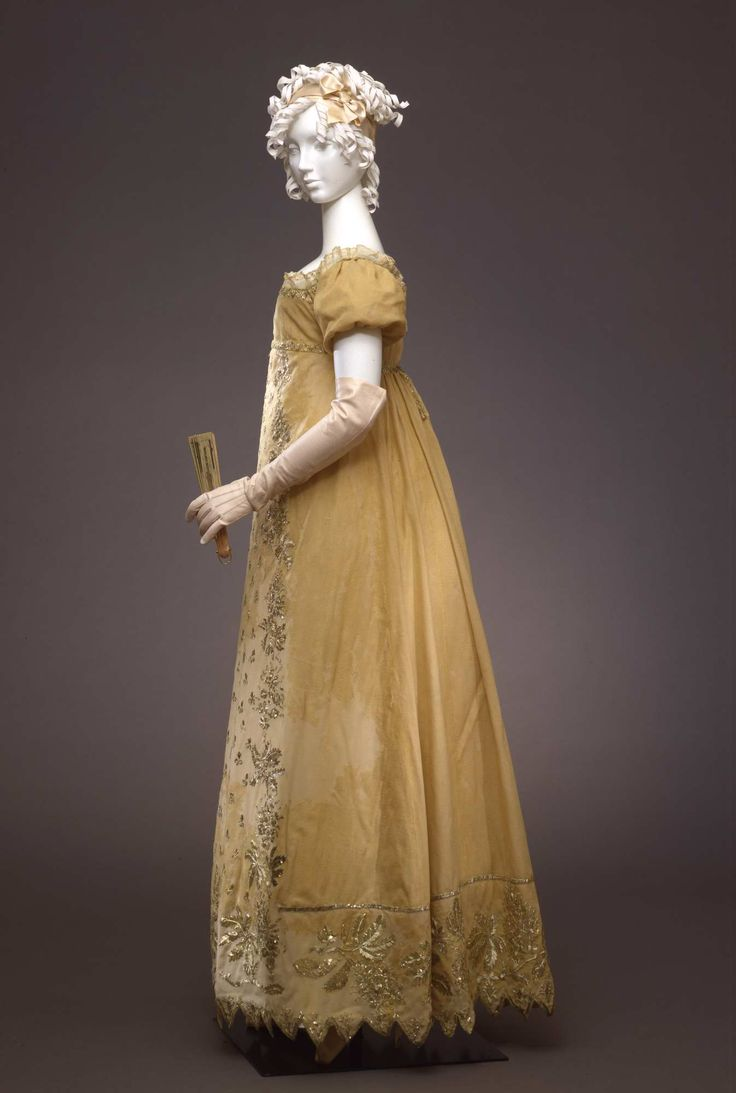 1807-1812, Italy (?) - Ball gown - Silk crepe embroidered with silver foil, silk lace