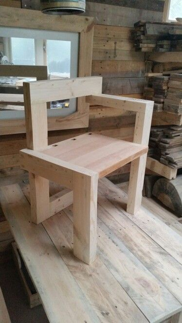 60 best images about practical pallet on pinterest kerst table and chairs and euro pallets - Pallet stoel ...