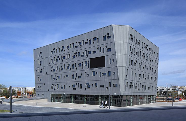 Maison Départementale des Sports de Montpellier - (34) Architecte : Chabanne et Partenaires - Lyon (69) Entreprise : Barsalou - Narbonne (11) - Photos : Ludovic Molinier Solutions WICONA utilisées : Fenêtres R'PURE Droits Réservés WICONA