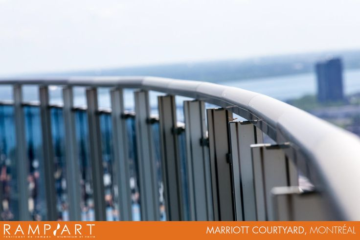 Aluminium and glass railings at the Marriott Courtyard in Montréal. // Garde-corps en aluminium et en verre au Marriott Courtyard à Montréal.