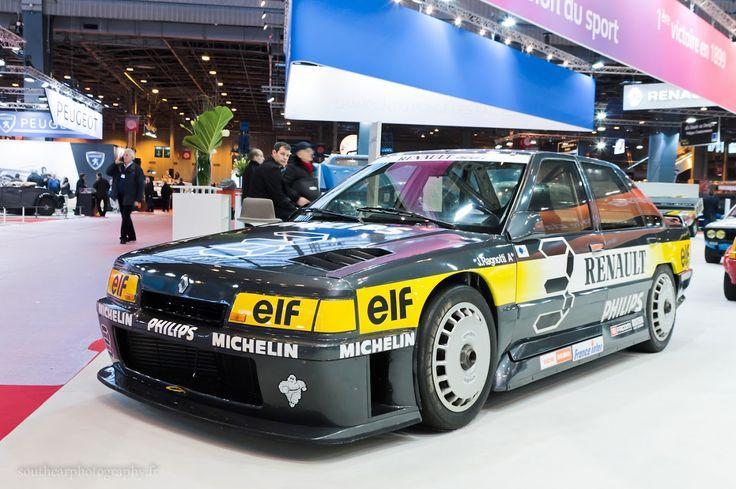 #Renault #21 #Superproduction au salon Retromobile à #Paris Reportage complet : http://newsdanciennes.com/2016/02/08/grand-format-retromobile-2016/ #Vintage #VintageCar