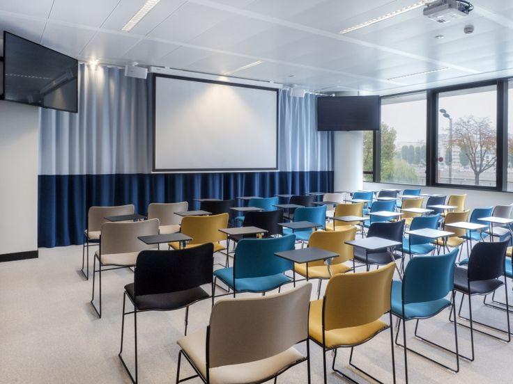 Olympus Digital Camera Office Snapshots In 2020 Conference Room Design Office Interior Design Classroom Interior