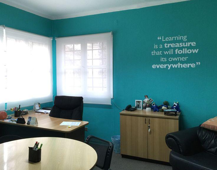 Diseño e implementación Nova Language Consultants #branding #graphics #wall #studiodesign #estudioexpreso