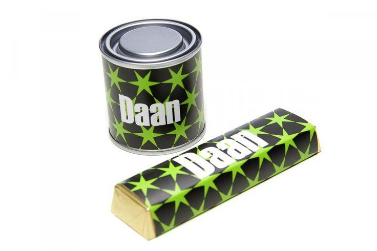 Blikje of Chocoladereep met naam vanaf 1,95 euro http://www.bedankjesvannu.nl/traktaties/gepersonaliseerd-blikje-bedankje