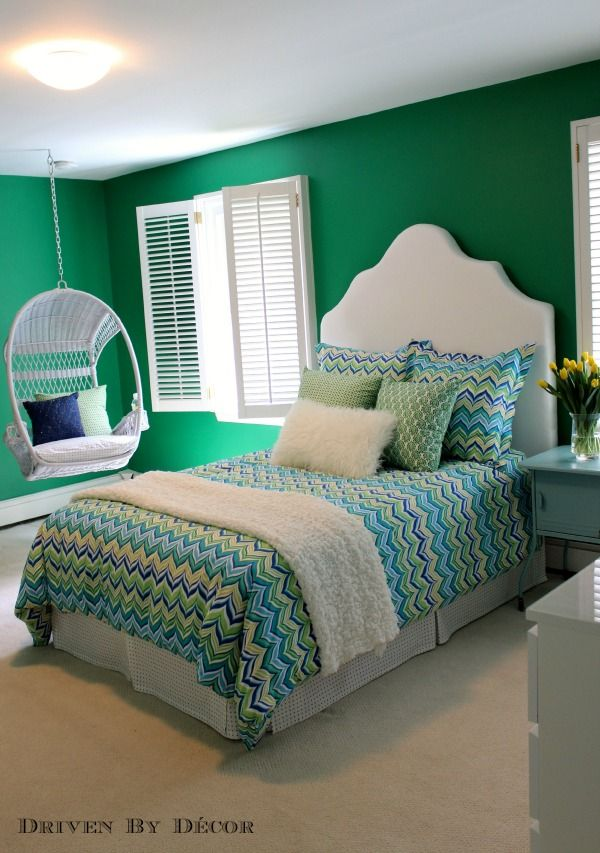 Go Green For Tween. Bold Wall Color And DIY Design Drives Home One Young  Ladyu0027s