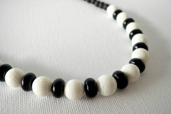 colar preto e branco, colar declaração em preto e branco, colares elegantes para mulheres, s clássico   – Products