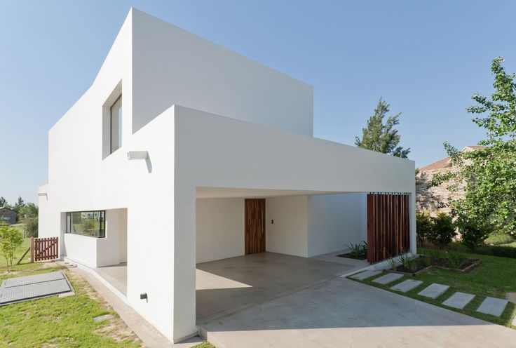 Diseño de fachada de casa sencilla de dos plantas