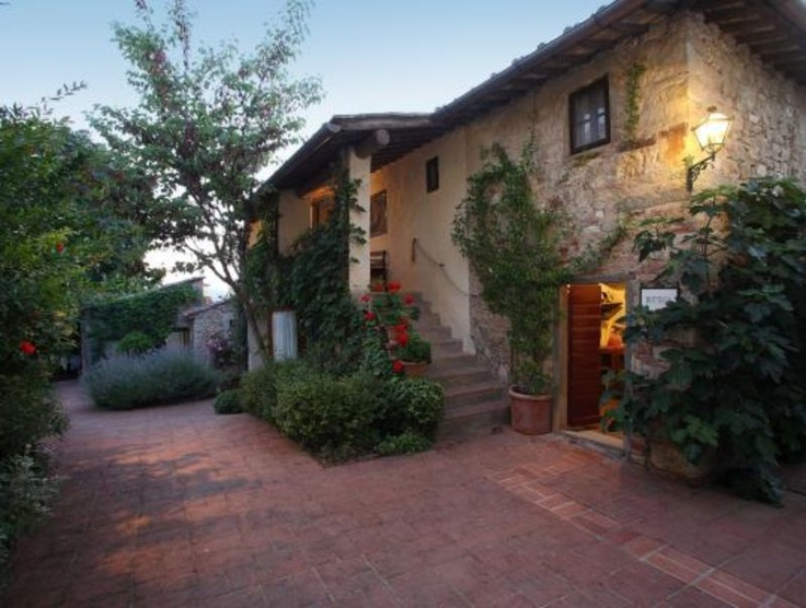 Castle hotel Villa le Barone south of Florence in Tuscany: An elegant  country house amidst the glorious hills of Tuscany, close to the famous Romanesque church of San Leolino in the town of Panzano in Chianti, Italy. http://www.schlosshotels.co.at/en/barone
