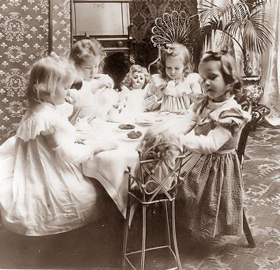 Children at Tea Party 1902: Little Girls, Parties 1902, Sweet Tea, Teas Time, Vintage Photographers, Vintage Pictures, Vintage Teas, Old Pictures, Girls Teas Parties