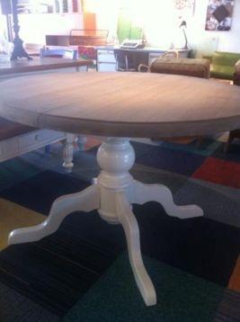 Prachtige Brocante Greywash Eettafel rond uitschuifbaar - Tafels | Eettafels