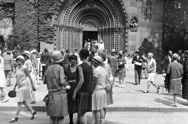 Vajdahunyad-Castle-Budapest-1927