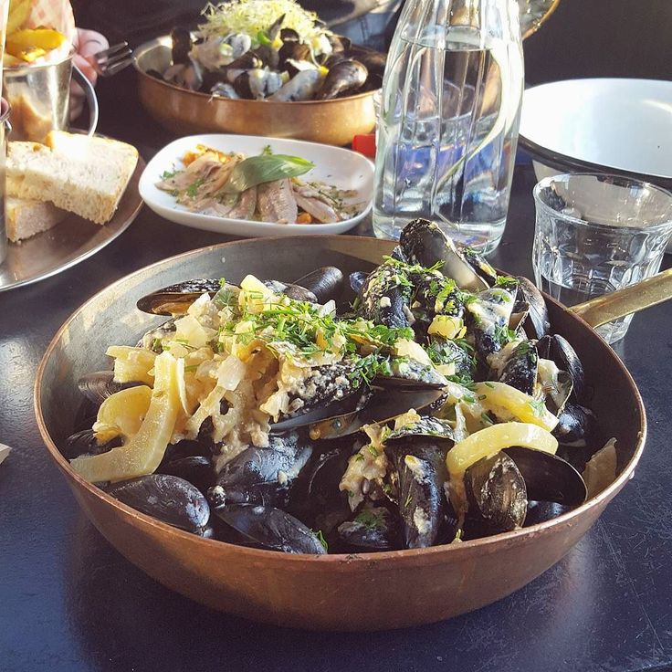 Getting to try this recipe that i ate in Mossels & Gin is my new goal in life; mussels with fennel roquefort white wine and juniperl!!