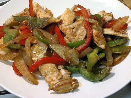 Un piatto velocissimo e gustosissimo! Pollo ai peperoni
