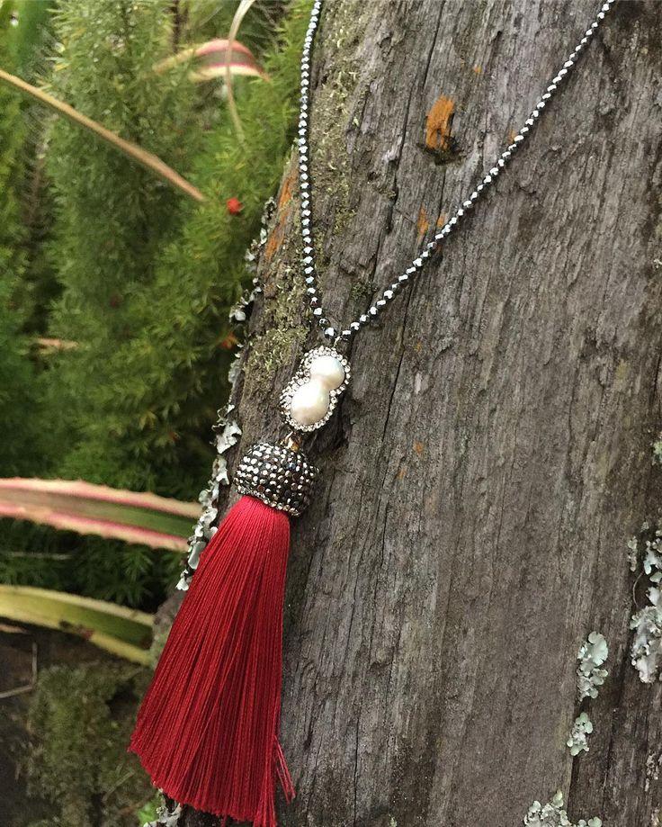 Collar rojo de perla micro circonias y tassel rojo intenso  Envíos a todo Honduras y Estados Unidos Entregas en Tegucigalpa en Multiplaza Visitanos en Uniplaza Siguatepeque en la carretera donde se encuentra Wendy's #gems #geodes #red #tassel #entrepreneur #art #designer #design #druzy #earrings #crystal #necklaces #handmade #turquoise #geodes #multicolors #gems #stones #paints #painting #artist #artwork #artesania #purple #musthave #rocks #golden #floral #flowers #handmade #design #designer