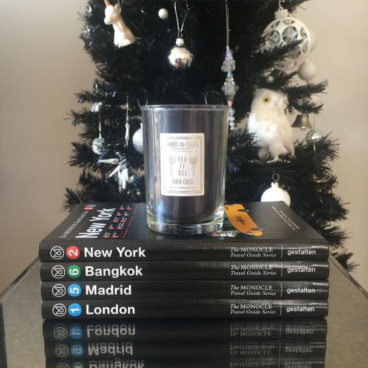 It's beginning to look a lot like Christmas in OFFEN HQ! We love the black beeswax Coqui Coqui candle in tropical Coco Coco fragrance with the black Monocle city guides in front of our black Xmas tree. #black #monochrome #xmas #christmas