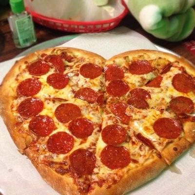 Heart shaped pizza for valentine's day, 2014 heart shaped food ideas