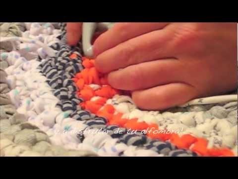 Tutorial how to make a t-shirt yarn rug  Tutorial de como hacer una alfombra de trapillo   www.knitandlove.com