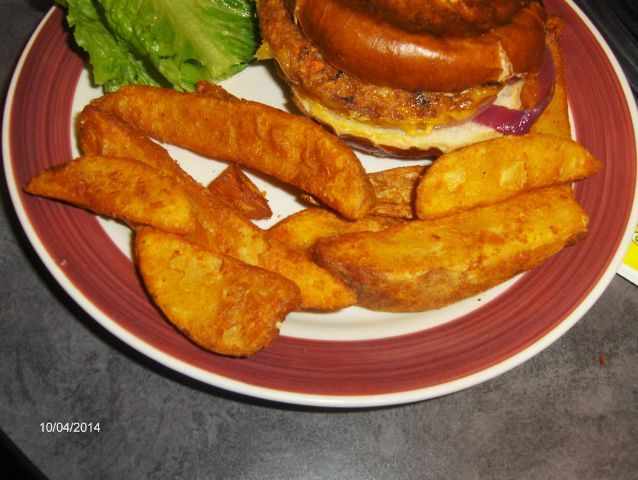 Skip the pizza, order the vegetarian burger at Leona's Pizzeria #vegetarian #healthyeating #Chicagohealthyeating
