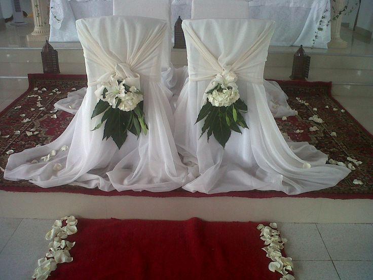 Decoracion silla de novio eventos laguairasai for Sillas para novios en la iglesia