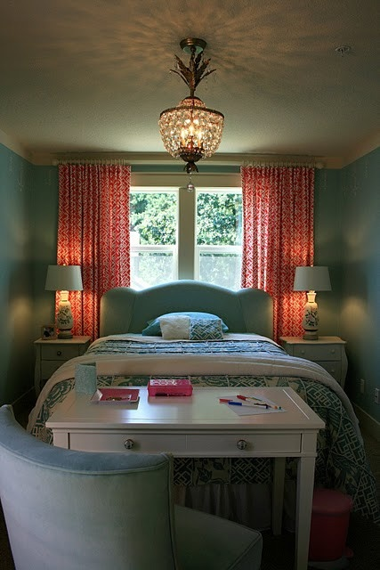 love the colors & the bed in front of the window with desk @ foot of bed