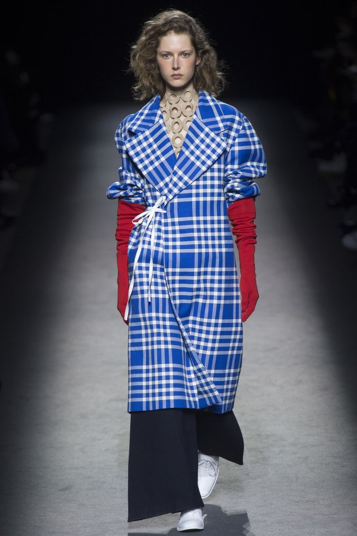 Jacquemus Fall 2016 Ready-to-Wear Fashion Show - Maria Zakrzewska
