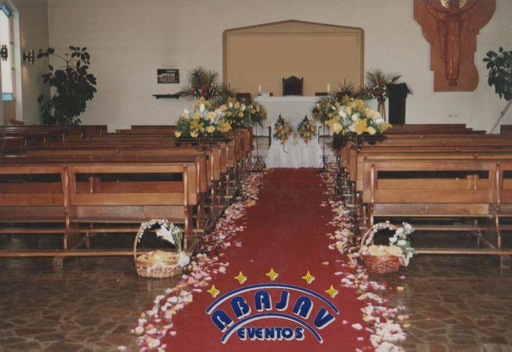 Quieres una entrada de flores hasta el altar, tambien te la tenemos!!