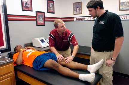 10 Images About Athletic Trainer Career On Pinterest