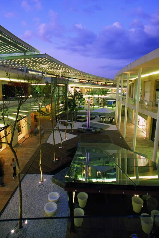 Antara Polanco; The latest shopping mall in the city, nice design, good places to eat, drink and shop.
